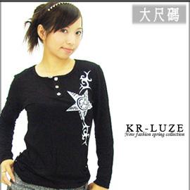【韓國路子KR-LUZI】時尚圖騰方領長袖休閒T恤。大尺碼。流行女裝 C108-8901