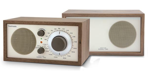 外观设计简单朴实 ◎ 手工木头的外观 ◎ 可从电脑里输入到收音机