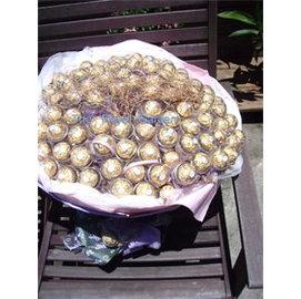 FB022 甜蜜愛你百分百 100顆金莎巧克力塑膠殼花束