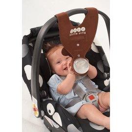 【紫貝殼】『GE38-3』汽座提籃之免手扶輔助奶瓶吊帶.學習喝奶掛帶 (咖啡小猴)【店面經營/可預約看貨】