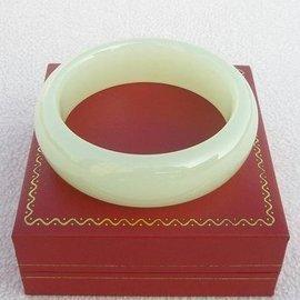 ~歡喜心珠寶~~天然阿富汗白青玉手鐲~大寬板,玉鐲手圍18.7圍~附保証書~白如羊脂,飾品
