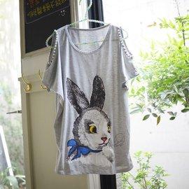 QUEENS ~ A98^# ~手臂挖洞 縫珠~小兔子寬鬆感短袖T恤~白色