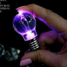 創意LED 七彩燈泡鑰匙扣/愛情七彩電燈泡/燈泡造型七彩光鑰匙圈/婚禮小物