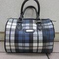 ^~雪黛屋^~SANDIA POLO 專櫃藍格紋 側背包 防水防刮皮革 手提波士頓包 J7