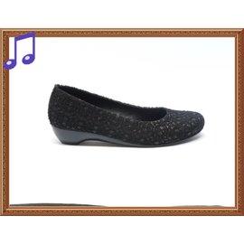 ~.╮ViVi Love真愛ViVi女鞋╭.~百搭最愛 ^~氣質蕾絲款柔軟好穿百搭漆皮低跟
