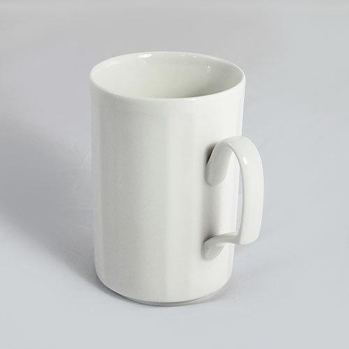手绘线条图像水杯
