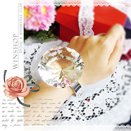 【Q禮品】A1808 750克拉水晶鑽石大鑽戒-直徑6cm/可刻字/超大鑽戒/求婚告白/情人節禮物/婚禮小物/婚紗攝影(有戒台)