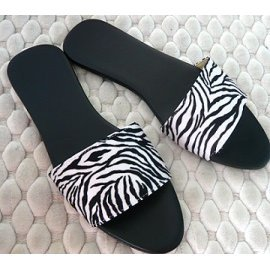 偷個空 盟娜麗莎小館是你能找到喜愛鞋款的好去處~ 風格斑馬紋室內皮拖