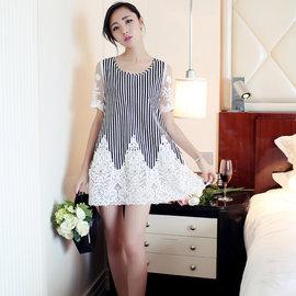 430050╭~甜美雕花條紋長上衣~黑白~╮款式簡潔讓您品味出眾╭~