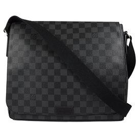 Louis Vuitton LV N41272 DISTRICT MM 黑棋盤格紋斜背包