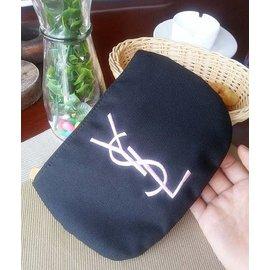 專櫃贈品~YSL半月刺繡收納包~