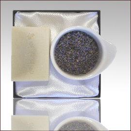 ♨ 伊豆 皂♨✤A02薰衣草舒緩滋潤皂^(180g大皂^),~季節交替,肌膚乾燥怎麼辦?強