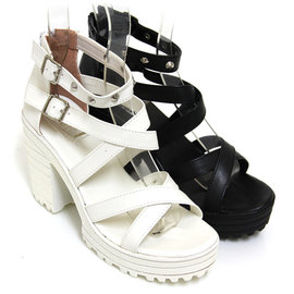 女孩交叉鉚釘粗高跟涼鞋