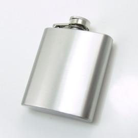 隨身小酒壺 6oz 約180cc 口袋型酒壺尺寸:96x93x22mm 方扁不�袗� 銀面