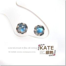 KATE 銀飾~天然月光石~復古 鳶尾雕花~閃藍光暈~925純銀寶石耳環 生日情人禮