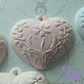 ~摩登香氛~ 新品 心形浮雕^(粉色^) 家中宛如放置盛開花朵,散發迷人香氣 生日 情人節