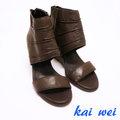 kaiwei 率性皺褶設計真皮楔型涼鞋-深棕