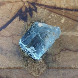 柱狀海水藍寶原礦^(Aquamarine^)∼對應喉輪、增加溝通能力、有益喉嚨及牙齒疼痛、