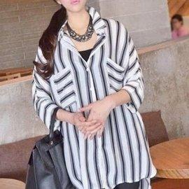 美麗大街~IR2260~甜美休閒寬鬆條紋口袋七分袖襯衫