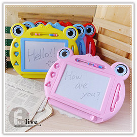 【Q禮品】B2989 青蛙磁性寫畫板-大/房屋磁力畫板/留言板/寫字板/塗鴉板/繪畫板/兒童畫板/可重覆使用
