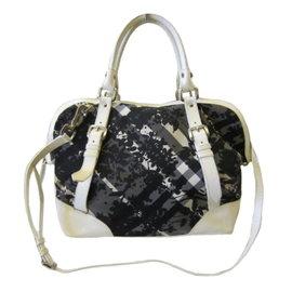 ~巴黎站  ~~BURBERRY ~黑色帆布 樹葉圖案 白漆皮滾邊 兩用包 肩背包 手提包