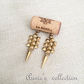 安妮的收藏^~Ela Stone 小金字塔鉚釘耳環