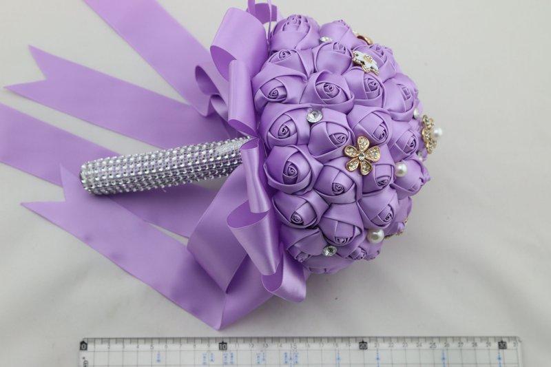 花为人造花,非真花, 豪华绸缎手工制作,搭配珍珠玫瑰带水钻