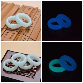 內徑18mm藍光天然夜光石寬條戒指 水晶藍寶石熒光石圓條扳指 男女玉石指環