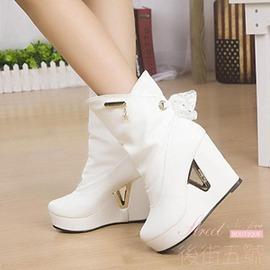 女靴子坡跟中筒馬丁靴 加厚保暖女靴白色