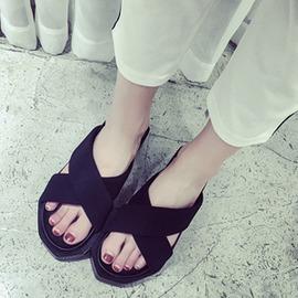 范 百搭 柔軟交叉帶 寬鬆厚底顯瘦 中跟涼拖鞋 女