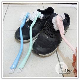 【Q禮品】A3083 長柄雙頭洗鞋刷/長柄萬用刷/三刷頭/清潔刷/細縫刷/廚房清潔刷/浴室清潔/磁磚