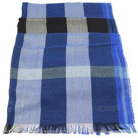 【全新現貨 優惠中】BURBERRY 3928350 英系經典格紋絲質羊毛披肩圍巾/絲巾.藍現金價$12,800