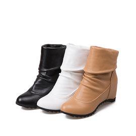 ^~丁果 ^~大 女鞋32~44 2016秋明星款英倫風圓頭純色坡跟內增高彈力PU中靴