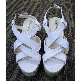 ~ 女鞋~白色 厚底涼鞋 ^(37號^)