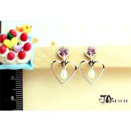 【JA夾式耳環*JA原創飾品】→小巧甜美~粉紅色水鑽 天然珍珠 愛心形框框垂墜-JA手工金屬無痛耳夾