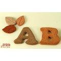 超可愛陶製英文字母造型餅乾磚《A~Z任選》★台灣設計純手工捏製★手作陶製品