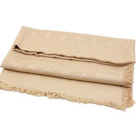 Juliet茱麗葉精品 Louis Vuitton LV M71360 Monogram 經典花紋羊毛絲綢披肩圍巾.沙色現金價$18, 200