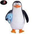 【開幕特惠!!!】馬達加斯加 爆走企鵝 企鵝特工 Kowalski 科瓦斯基 抱魚-裝備款 約50cm 毛絨公仔娃娃
