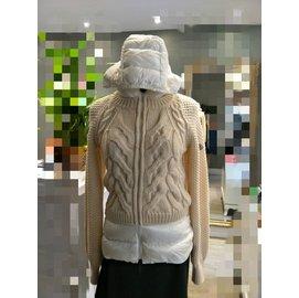 ~雪曼國際 ~~MONCLER~ 品牌LOGO輕盈羽絨針織拉鍊外套~ 9成新